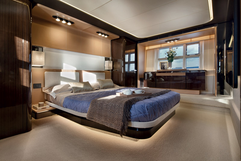 Yachts middle east - Azimut 77S - interior - 1