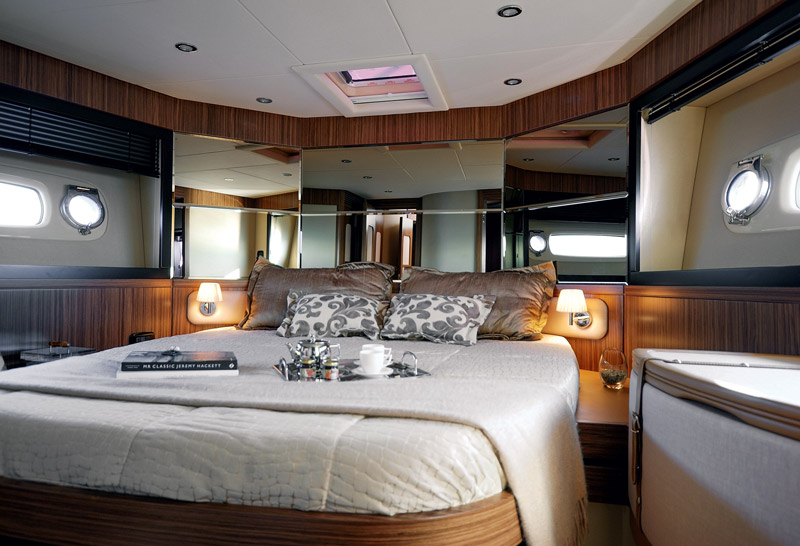 Yachts middle east - Azimut - Magellano 53 - VIP room