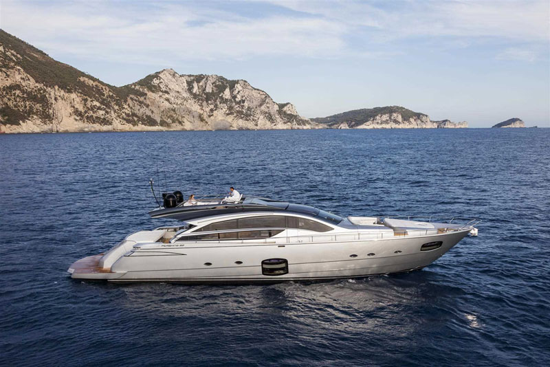 Yachts middle east - pershing 82 - 1