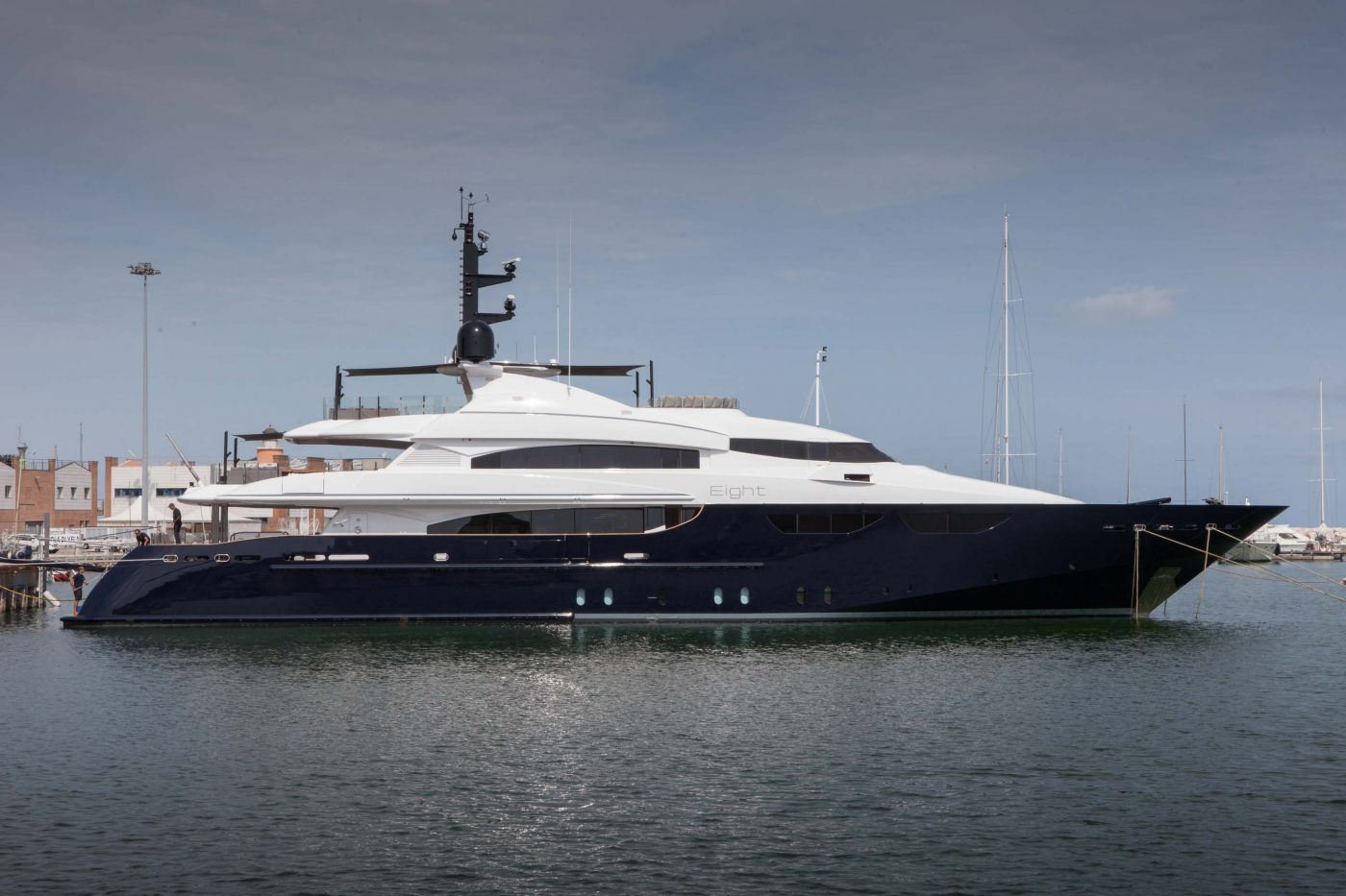 Yachts middle east - CRN - EIGHT 46M
