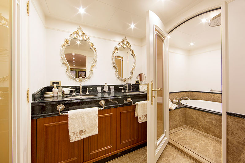 yachts middle east - Santa Maria T - owner's bathroom