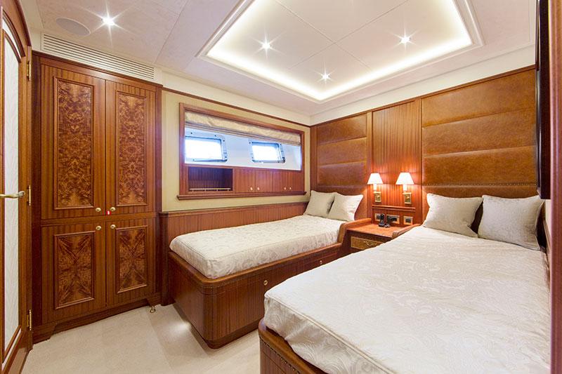 yachts middle east - Santa Maria T - twin bedroom portside