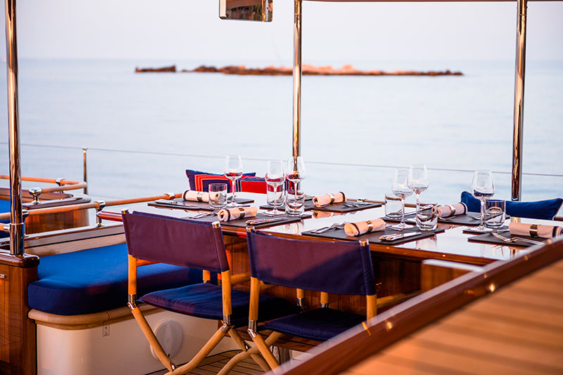 yachts middle east - Claasen Shipyard - Atalante exterior dining table