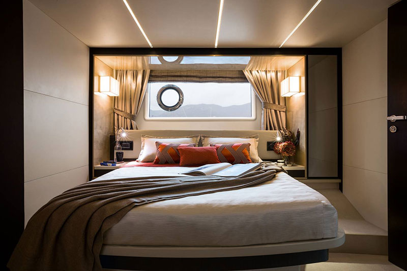 yachts middle east - Azimut - master bedroom