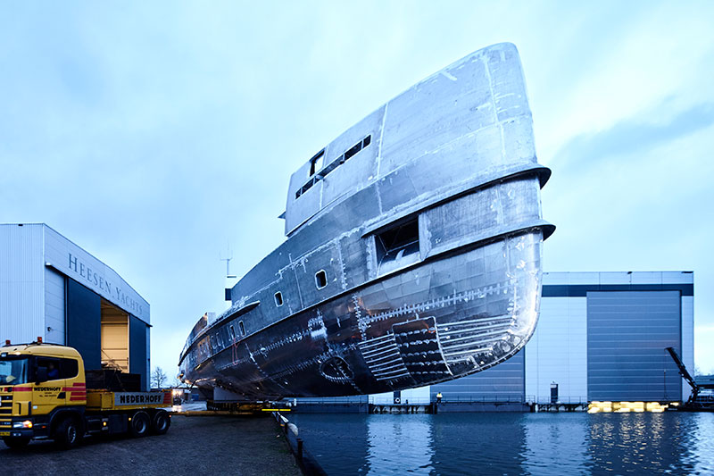 yachts middle east - Heesen yachts - Project Nova - joining hull and superstructure