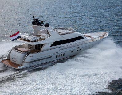 Van der Valk يطلق يخت Continental Two Grey Falcon بقوة 32 عقدة وتصميم داخلي من قبل Guido de Groot