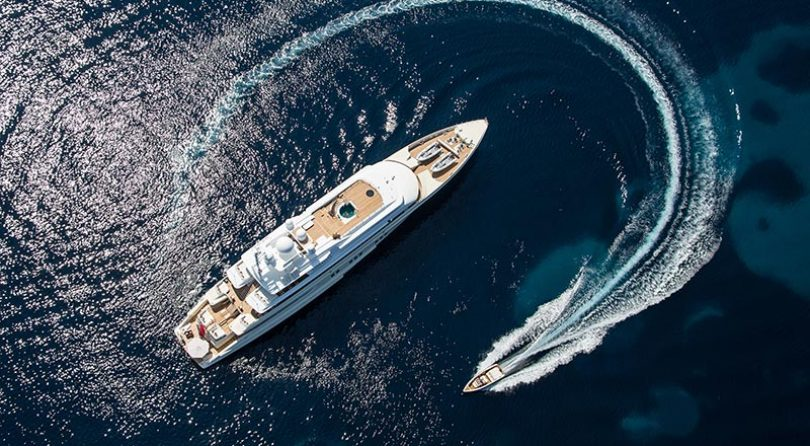 تقدم Lürssen يخت Coral Ocean في معرض موناكو لليخوت لعام 2016. سفينة تعود إلى 22 سنة ولا تزال تبدو رائعة!